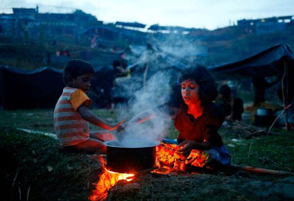 Dzieci Rohingya w Bangladeszu - Sputnik Polska