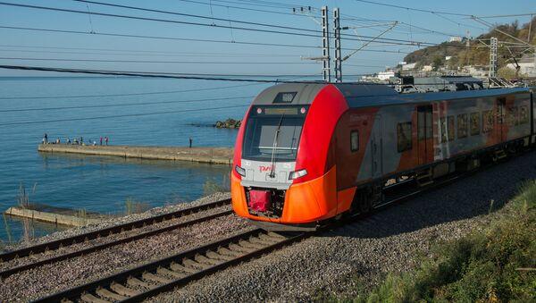 Pociąg pospieszny Jaskółka w Soczi - Sputnik Polska