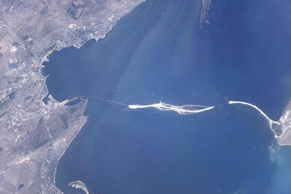Budowa Mostu Krymskiego z kosmosu - Sputnik Polska