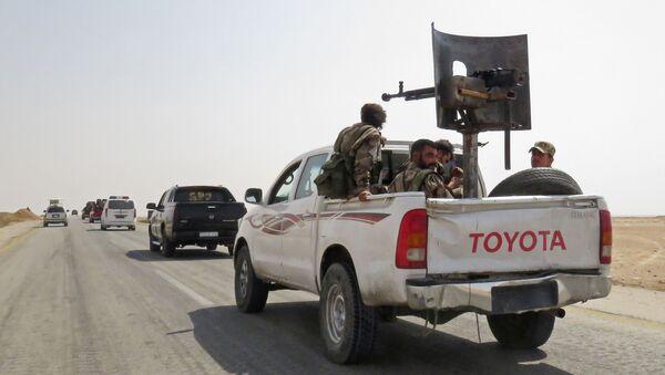 Żołnierze i sprzęt wojskowy syryjskiej armii w pobliżu miasta Dajr az-Zaur w Syrii - Sputnik Polska