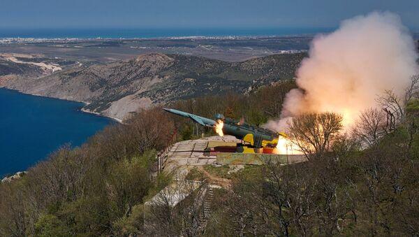 Odpalenie rakiety manewrującej w cel nawodny z nadbrzeżnego systemu rakietowego Uties - Sputnik Polska