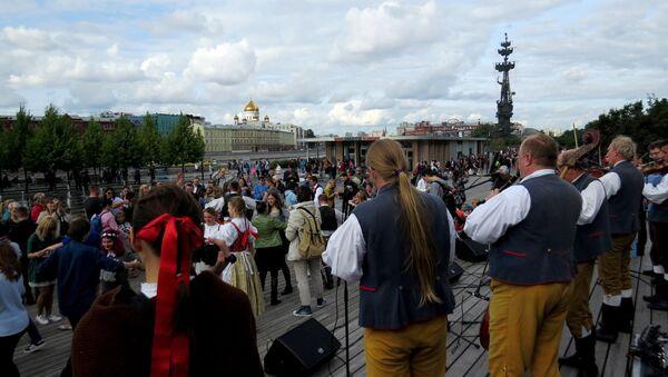 Tańce ludowe podczas Festiwalu Czwórki Wyszehradzkiej - Sputnik Polska