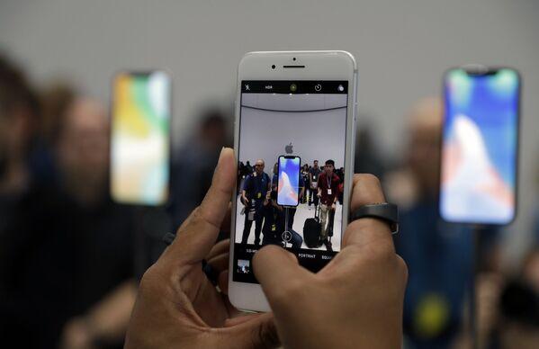 Nowy iPhone 8 w salonie Apple w Kalifornii - Sputnik Polska