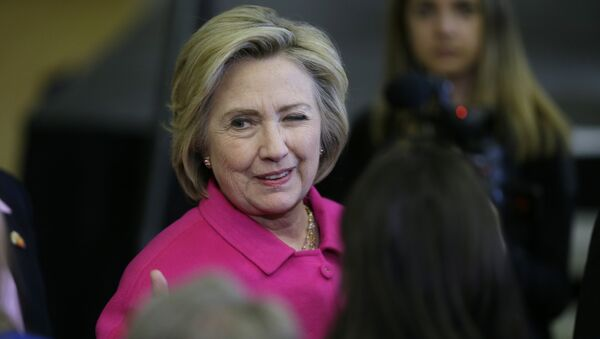 Democratic presidential candidate Hillary Clinton winks at a supporter after speaking at a campaign rally at the Iowa State Historical Museum in Des Moines, Iowa - Sputnik Polska