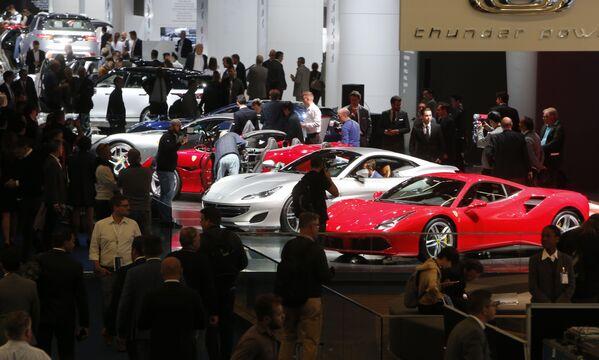 Ferrari podczas Międzynarodowego Salonu Motoryzacyjnego we Frankfurcie - Sputnik Polska