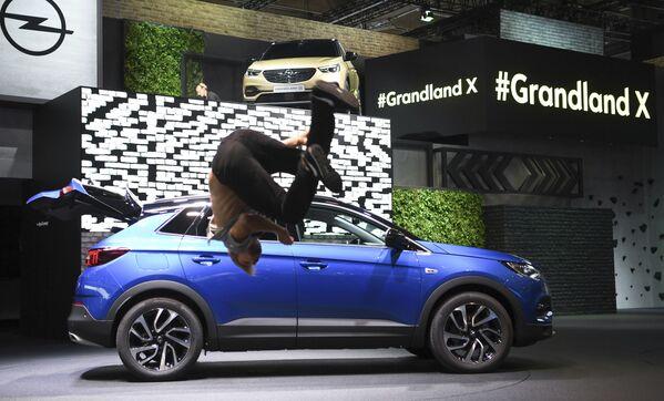 Opel Grandland X na Międzynarodowym Salonie Motoryzacyjnym we Frankfurcie - Sputnik Polska