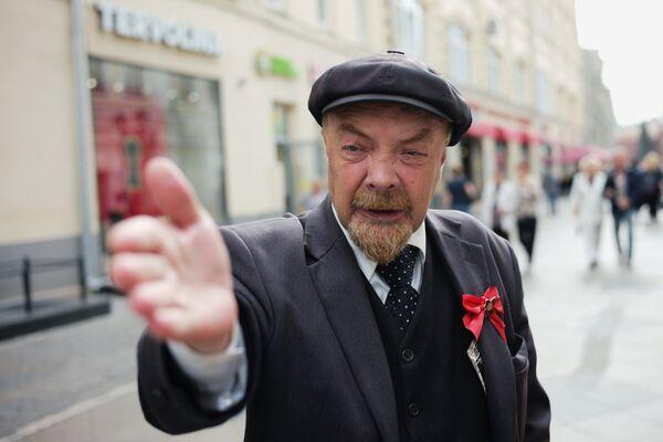 Aktor przebrany za Lenina na ulicy Nikolskiej. - Sputnik Polska