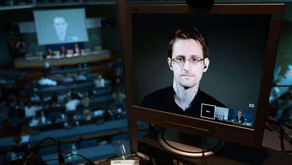 Były pracownik CIA Edward Snowden - Sputnik Polska