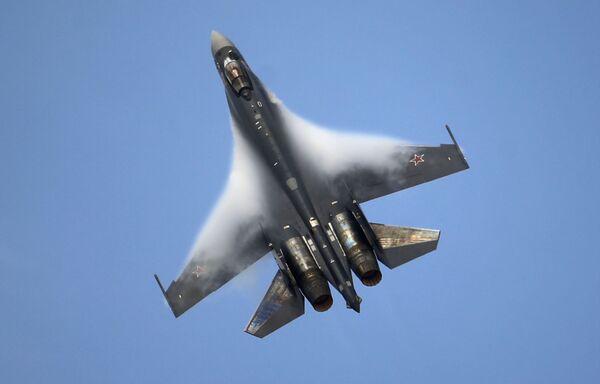 Dwusilnikowy myśliwiec wielozadaniowy Su-35 - Sputnik Polska