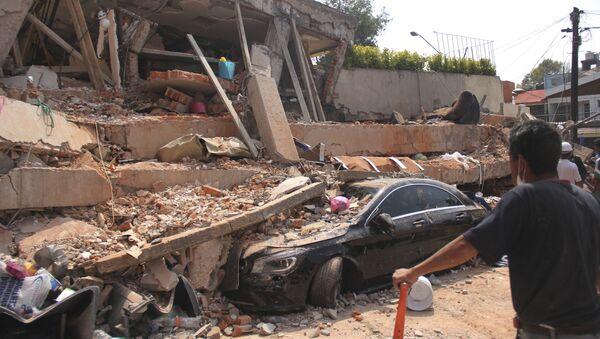Zniszczona w wyniku trzęsienia ziemi szkoła w Meksyku - Sputnik Polska
