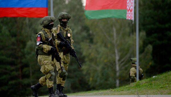 Strategiczne ćwiczenia sił zbrojnych Rosji i Białorusi Zapad 2017 na poligonie Osipowicze w obwodzie mohylewskim - Sputnik Polska