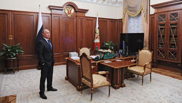 Prezydent Rosji Władimir Putin w gabinecie - Sputnik Polska