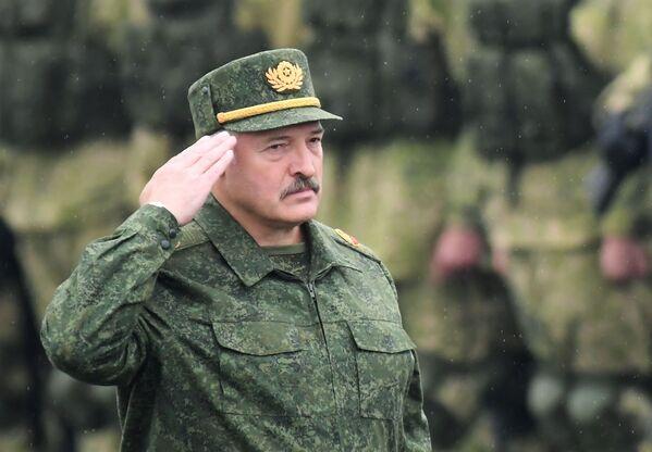 Prezydent Białorusi Alaksandr Łukaszenka podczas rosyjsko-białoruskich manewrów Zapad 2017 - Sputnik Polska