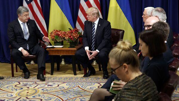 Prezydent Ukrainy Petro Poroszenko i prezydent USA Donald Trump w czasie spotkania w ramach sesji Zgromadzenia Ogólnego ONZ w Nowym Jorku - Sputnik Polska