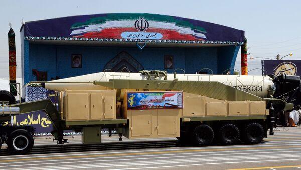 Nowy irański pocisk balistyczny Khoramshahr podczas parady wojskowej w Teheranie - Sputnik Polska