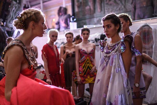 Pokaz mody został zorganizowany w Galerii Sztuki Zuraba Cereteli. - Sputnik Polska