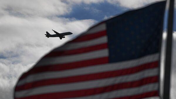 Samolot leci nad USA - Sputnik Polska