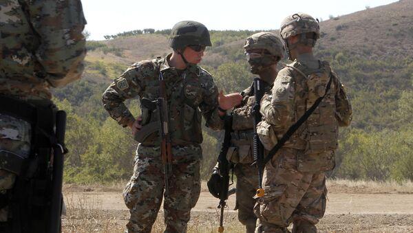 Amerykańscy i macedońscy żołnierze na wspólnych ćwiczeniach w Macedonii - Sputnik Polska