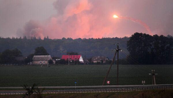 Пожар и взрывы на складах боеприпасов у города Калиновка Винницкой области, Украина - Sputnik Polska