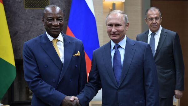 Prezydent Gwinei Alpha Conde podziękował przywódcy Rosji Władimirowi Putinowi za pomoc w walce z gorączką krwotoczną Ebola i otwarcie centrum badań nad tą chorobą - Sputnik Polska
