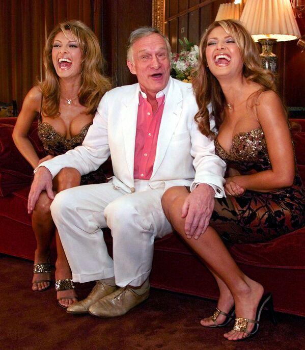Założyciel magazynu Playboy Hugh Hefner z dziewczynami Playboya, wybranymi z 18.000 kandydatek - Sputnik Polska