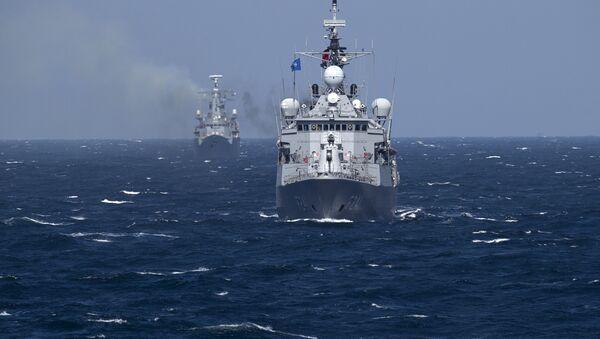 Okręty wojenne NATO na ćwiczeniach na Morzu Czarnym - Sputnik Polska