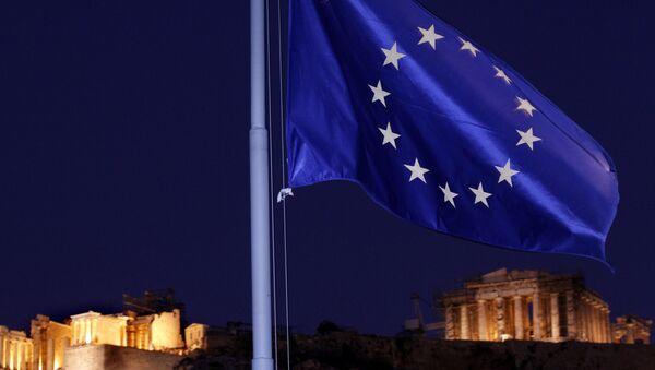 Flaga UE na tle greckiego Panteonu w Atenach - Sputnik Polska