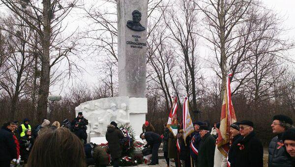 Pomnik Iwana Czerniachowskiego w Pieniężnie - Sputnik Polska