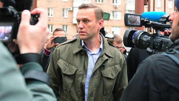 Rosyjski polityk i działacz publiczny Aleksiej Nawalny pod budynkiem Sądu Okręgowego w Moskwie - Sputnik Polska
