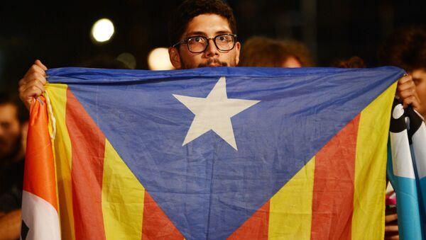 Uczestnik referendum w sprawie niepodległości Katalonii - Sputnik Polska
