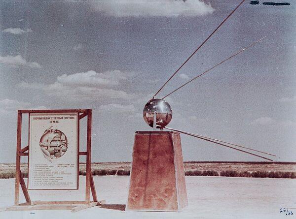 Makieta pierwszego sztucznego sputnika Ziemi - Sputnik Polska