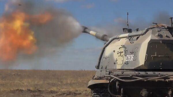 Artyleryjskie ćwiczenia taktyczne na poligonie wojskowym pod Wołgogradem - Sputnik Polska