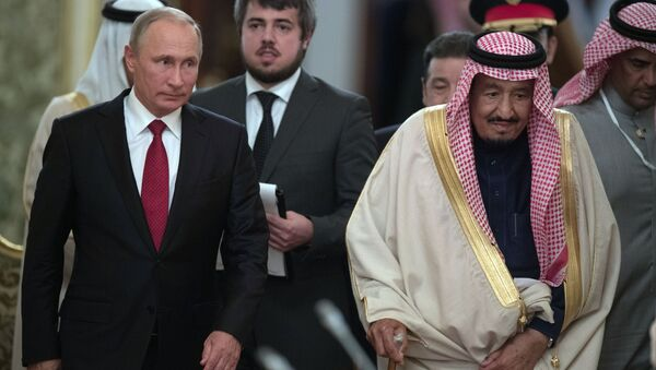 Władimir Putin i król Arabii Saudyjskiej Salman ibn Abd al-Aziz as-Saud - Sputnik Polska