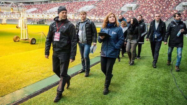 Inspektorzy FIFA na stadionie Łyżniki w Moskwie - Sputnik Polska