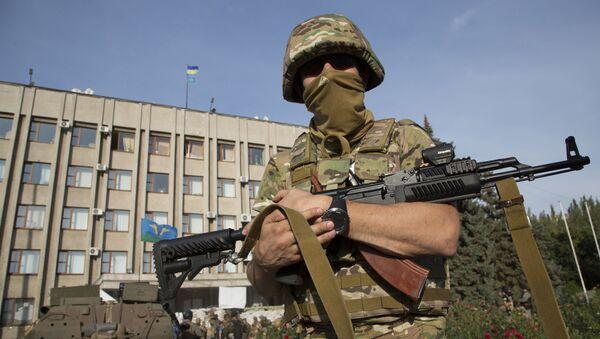 Ukraiński żołnierz w obwodzie donieckim - Sputnik Polska