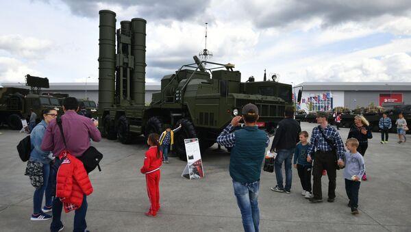 Wyrzutnia rakietowa S-400 Triumf - Sputnik Polska