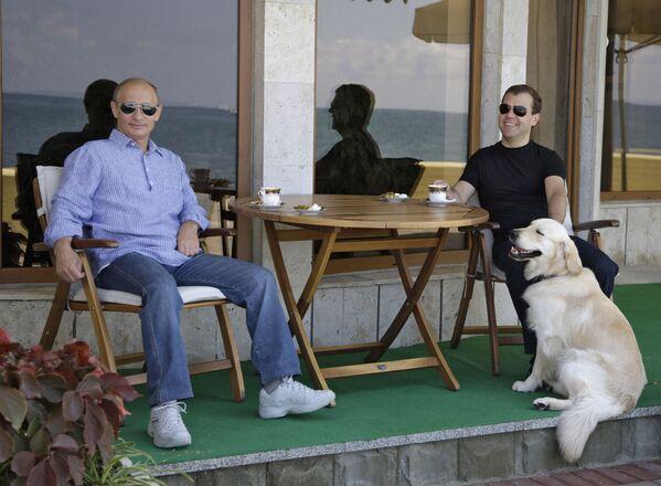 Władimir Putin i Dmitrij Miedwiediew w Soczi, 2009 rok - Sputnik Polska