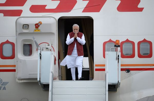 Ceremonia powitania premiera Indii Narendra Modi na lotnisku w Ufie - Sputnik Polska