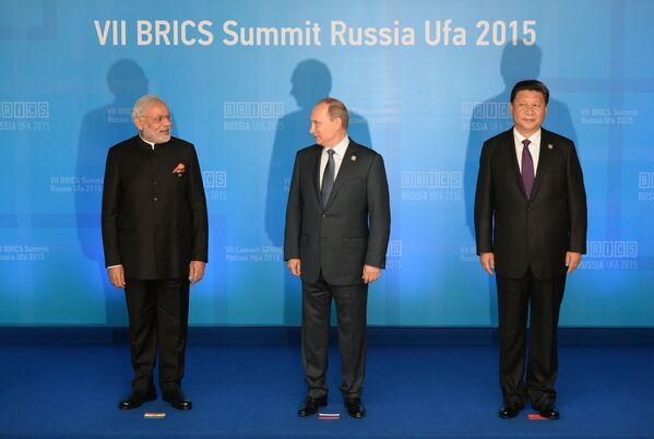 Premier Indii Narendra Modi, prezydent Rosji Władimir Putin i przewodniczący Chińskiej Republiki Ludowej Xi Jinping - Sputnik Polska