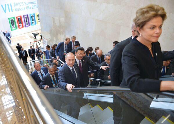 Prezydent Brazylii Dilma Rousseff, przewodniczący Chińskiej Republiki Ludowej Xi Jinping i prezydent Rosji Władimir Putin - Sputnik Polska