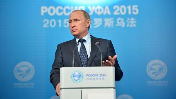 Prezydent Rosji Władimir Putin podczas konferencji prasowej podsumowującej szczyt BRICS i SOW w Ufie - Sputnik Polska