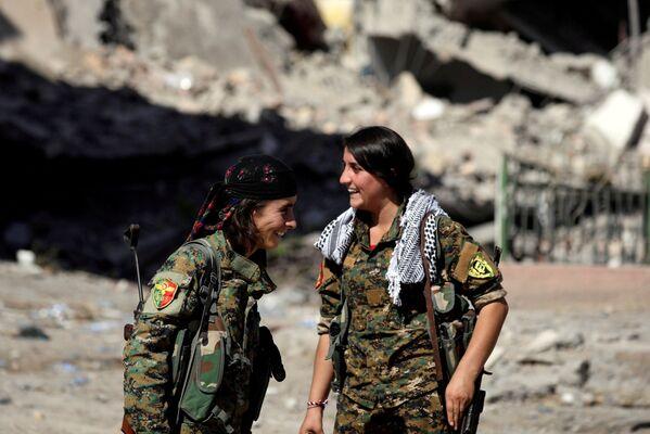 Kobiety walczące w Syryjskich Siłach Demokratycznych - Sputnik Polska