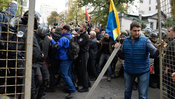 Uczestnicy akcji protestacyjnej pod budynkiem Rady Najwyższej Ukrainy w Kijowie - Sputnik Polska