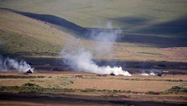 Ćwiczenia wojskowe na poligonie Ałagiaz w Armenii - Sputnik Polska