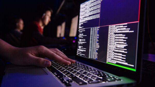 Wirus szantażysta na ekranie monitora - Sputnik Polska