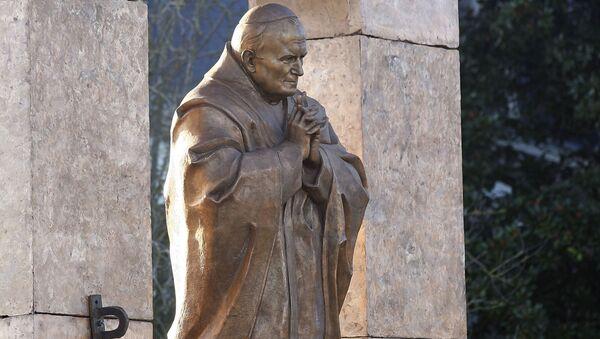Rzeźba Jana Pawła II dłuta Zuraba Cereteliego we francuskiej Bretanii - Sputnik Polska