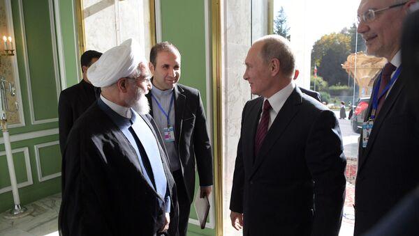 Prezydent Rosji Władimir Putin i prezydent Iranu Hasan Rouhani w czasie spotkania w Teheranie - Sputnik Polska