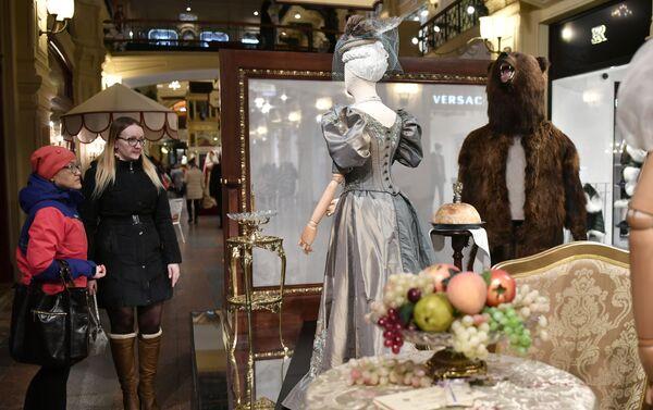 Wystawa kostiumów z filmu Matylda w moskiewskim GUM-ie - Sputnik Polska