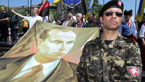 Członek kongresu ukraińskich nacjonalistów, obchodny Dnia Bohaterów Ukrainy - Sputnik Polska