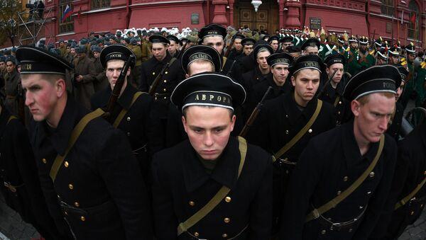 Żołnierze przed rozpoczęciem marszu poświęconego 76. rocznicy wojskowej parady 1941 r. - Sputnik Polska